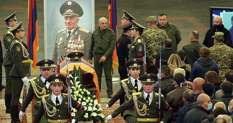 Հայ ժողովուրդը հրաժեշտ  է տալիս  լեգենդար հրամանատարին